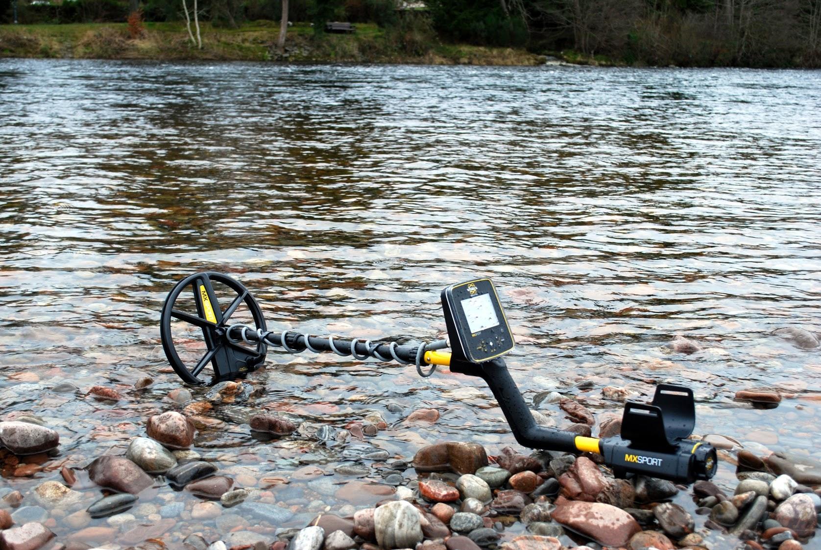 Detector de metales MX Sport de White's en rio