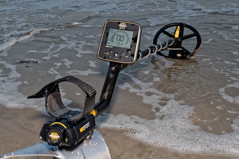 Detector de metales White's MX Sport en la playa