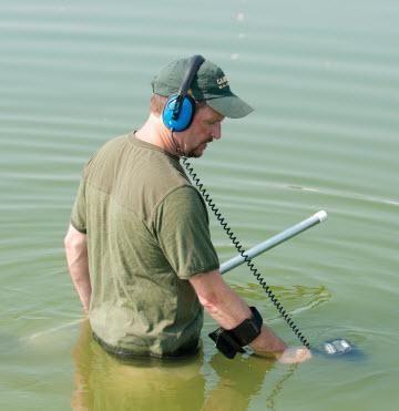 Detector de metales Garrett AT Pro en el agua